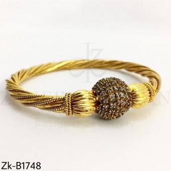 Twisted golden bangle