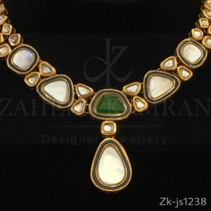 Gorgeous Kundan Necklace Set