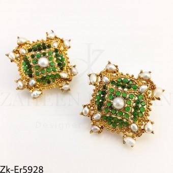 Emerald pearls earrings
