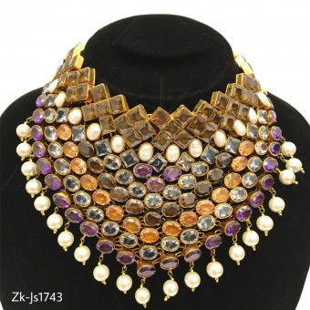 Gorgeous Design Furnished Necklace