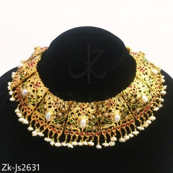 Traditional gold set
