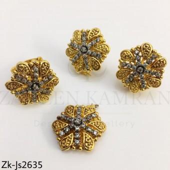 Golden flower pendant set