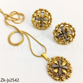 Golden pendant set